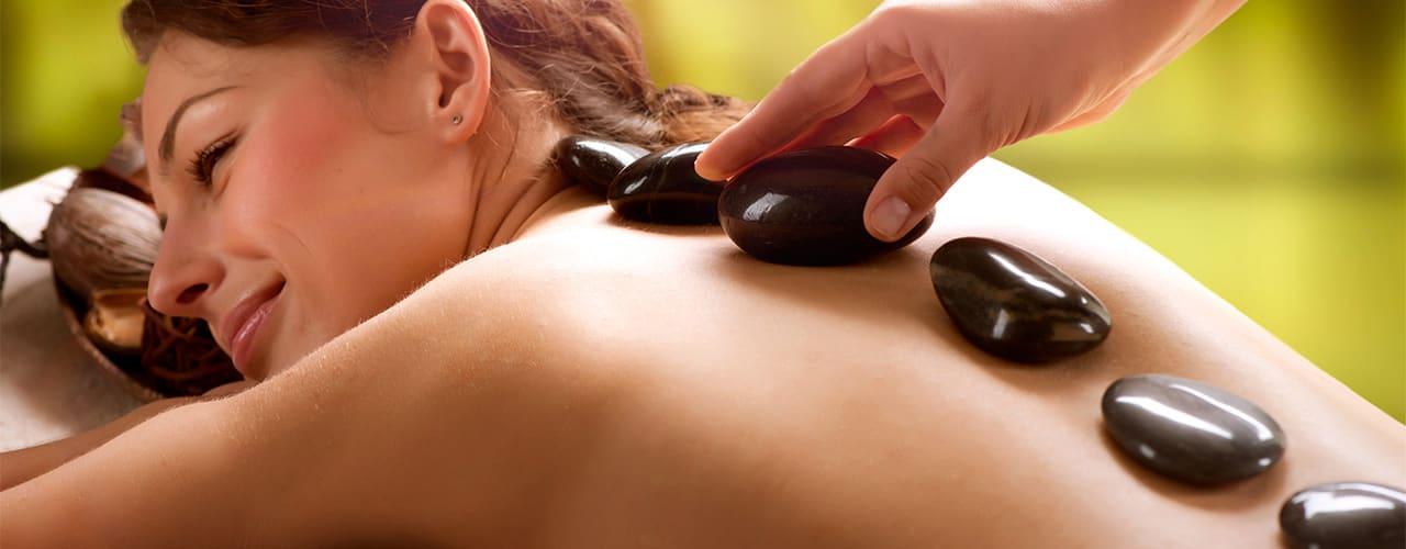 Hot Stone Massage bei Physiofit Ihre Praxis für Physiotherapie in Neudrossenfeld