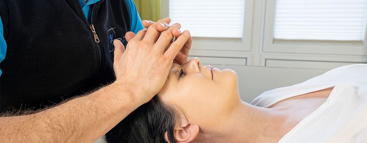 Cranio Sacrale Therapie mit eigenem Fahrzeug bei Physiofit Ihre Praxis für Physiotherapie in Neudrossenfeld
