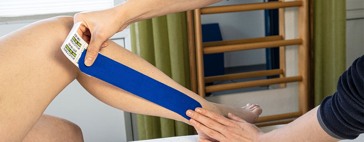 Kinesiotaping Behandlung bei Physiofit Ihre Praxis für Physiotherapie in Neudrossenfeld